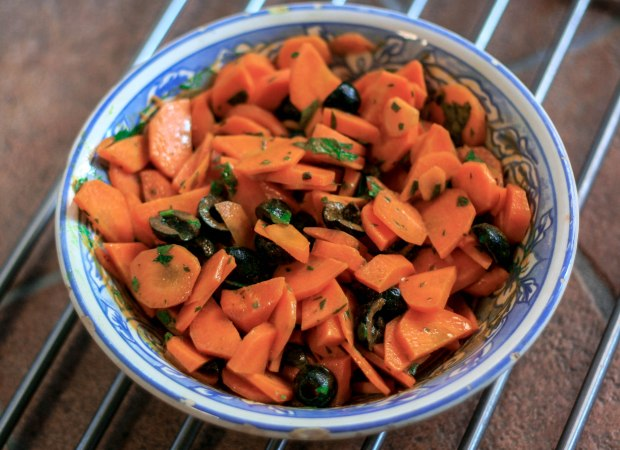 Insalata di carote e olive nere