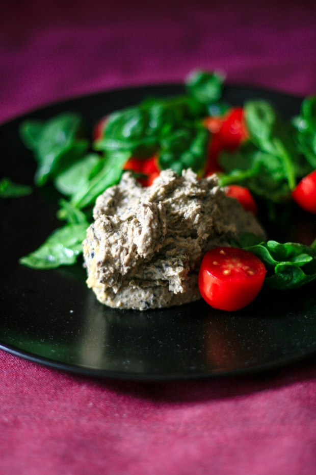 Hummus alle olive nere